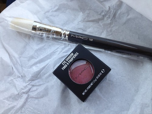 MAC 168 Brush MAC Cranberry Eyeshadow
