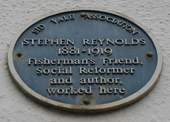 Photo of Stephen Reynolds blue plaque