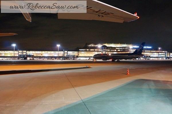 haneda airport japan - rebecca saw japan trip with airasia  (7)