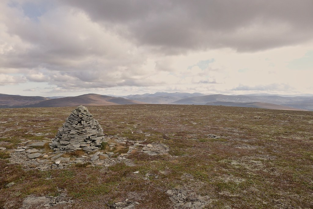 Summit of Meall an Lundain