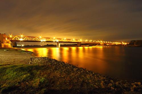 bridge sky water bulb night canon river germany elbe langzeitbelichtung schönebeck
