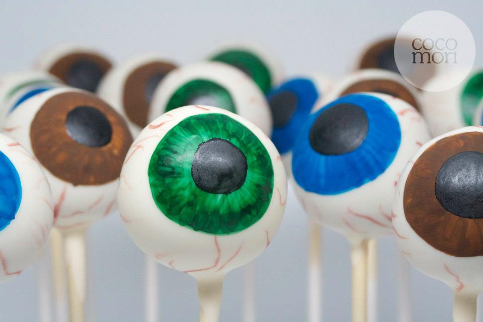 Halloween eyeball and mummy cake - 71.2KB