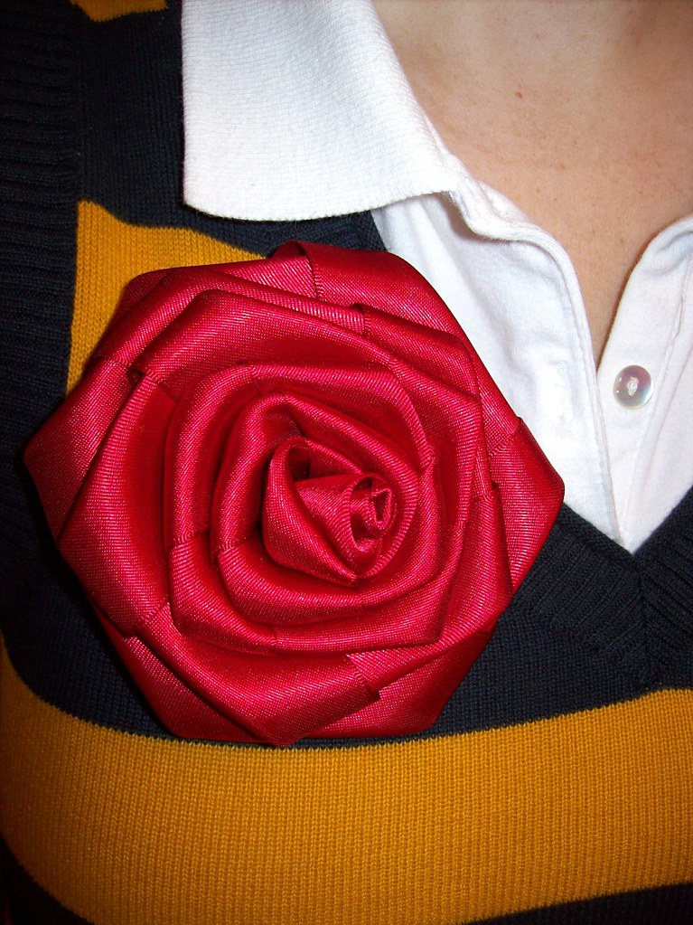 ribbon rose detail