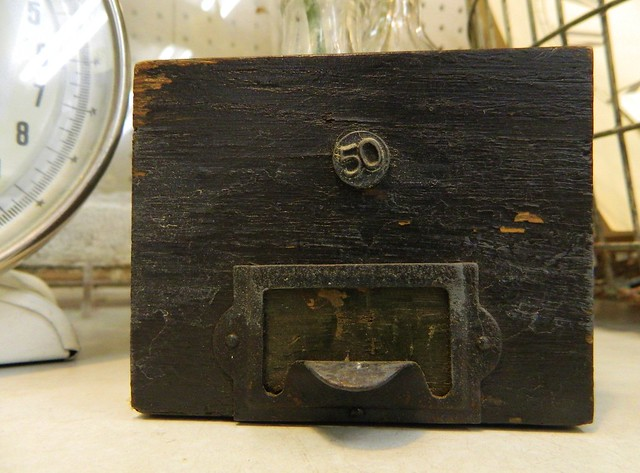 storage drawer via homeologymodernvintage.com