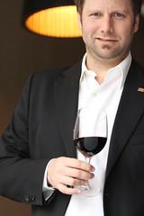 Andrés Rosberg: El argentino toma vino por tradición y eso lo hace un cliente inmejorable