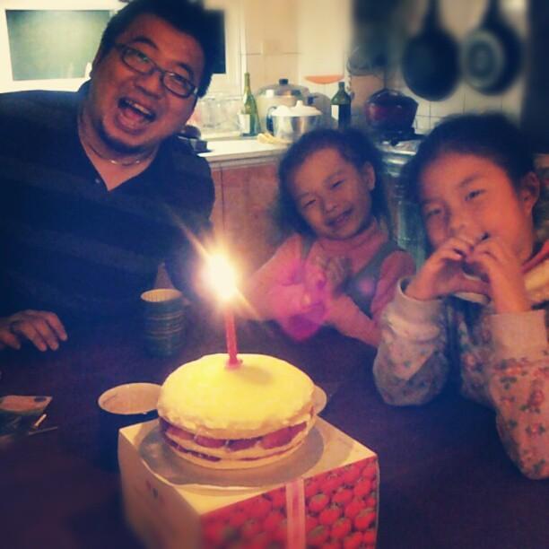 20130123 回家後又陪我切了蛋糕。(看到這張超想哭)