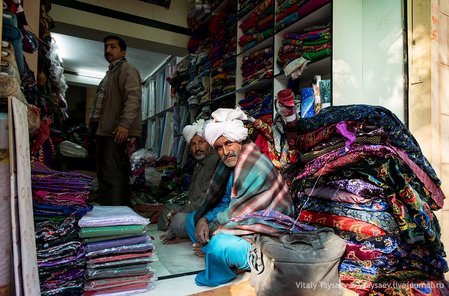 Sari traders in Jaisalmer