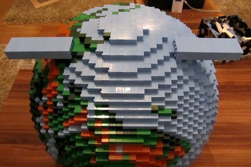 dirks LEGO globe - building up 14