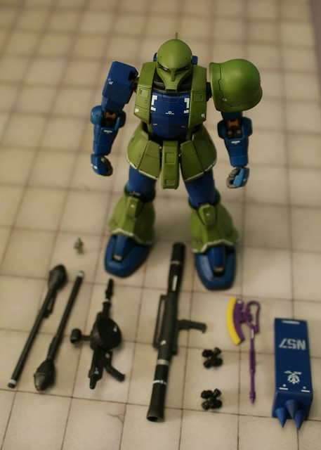 Real Grade 1/144 - MS-05 Zaku I - On parade