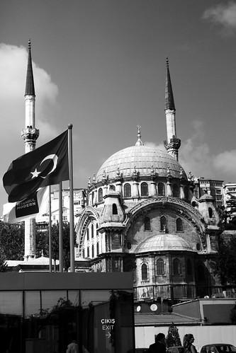 B&W mosque by Istanbul Modern