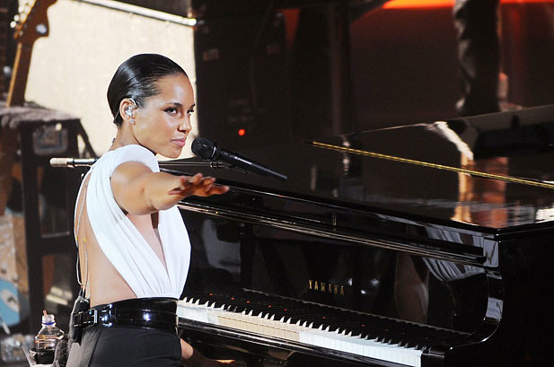 Alicia Keys Goes Green, Glam in 'Girl on Fire' Video