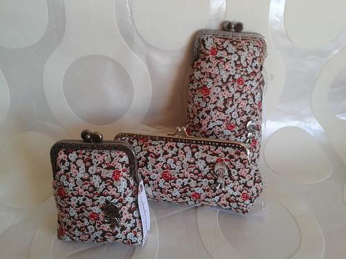 conjunto de flores rosa by Linhas Arrojadas Atelier de Costura ® Trademark