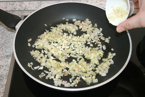 24 - Knoblauch mit dünsten / Add garlic