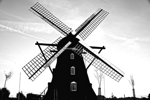 [フリー画像素材] 建築物・町並み, 風車, 風景 - スウェーデン, モノクロ ID:201210311600