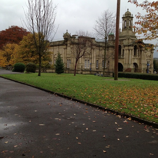 It must have been great to live here #park #listerpark #autumn #building #cartwrighthall