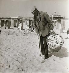 Scheveningen Strand 05 Papierprikken op het strand