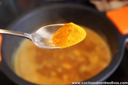 Garbanzos con choco y langostinos www.cocinandoentreolivos (12)