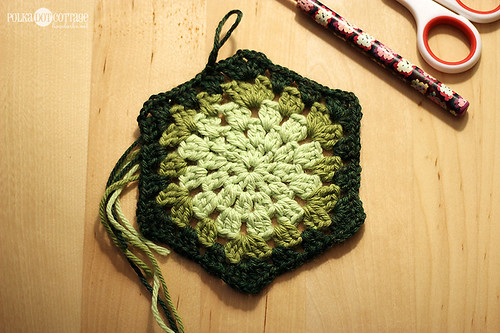 How to crochet a granny hexagon