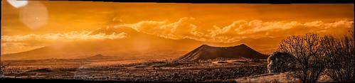 Volcán y cerro