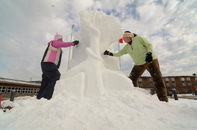 Lutsen Family Festival snow sculpture