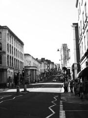 布里斯托市被稱許為英國最永續的城市。即使沿著山丘地形而建的街道高高低低、起伏不斷,民眾依然樂於安步當車或是騎自行車取代開車,順便健身。