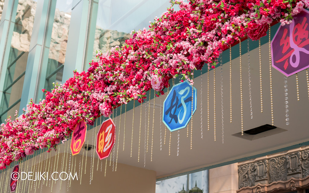 Universal Studios Singapore - Park Entrance Chinese New Year decor 4