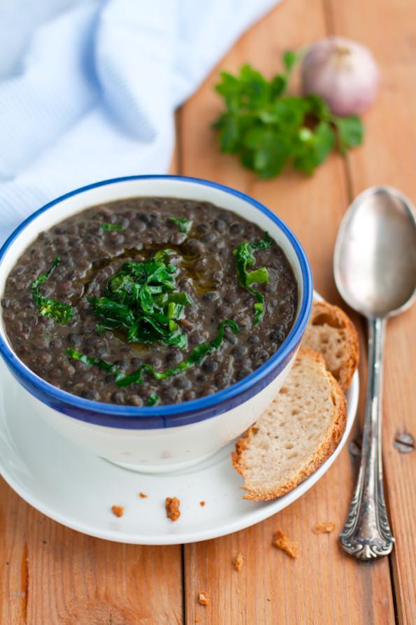 Zuppa di lenticchie nere di Leonforte e bietole