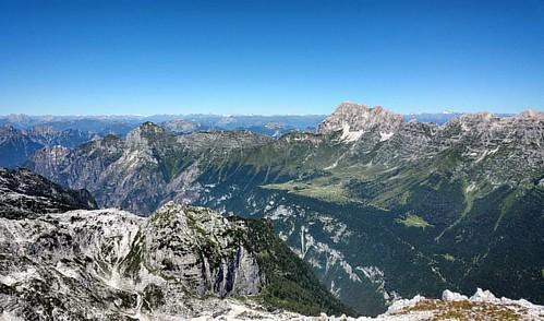 20160825 Il Montasio e i Tauri  in lontananza  #loves_friuliveneziagiulia #montagna #mountains #montagne #ig_friuli_vg #igers_friuliveneziagiulia #ig_friuliveneziagiulia #friuliveneziagiulia #openair #alpinismo #sentiero #landscape #panorama #gray #outdoo