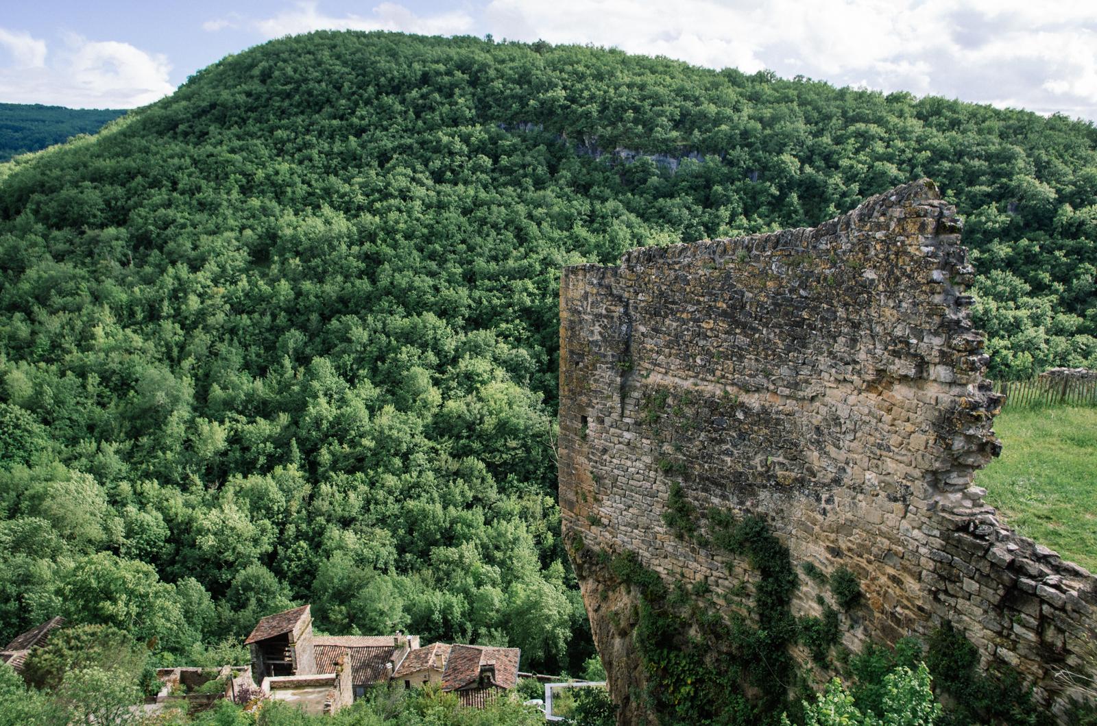 Randonnée dans les gorges de l'Aveyron sur le GR46 - Penne, vue du chateau
