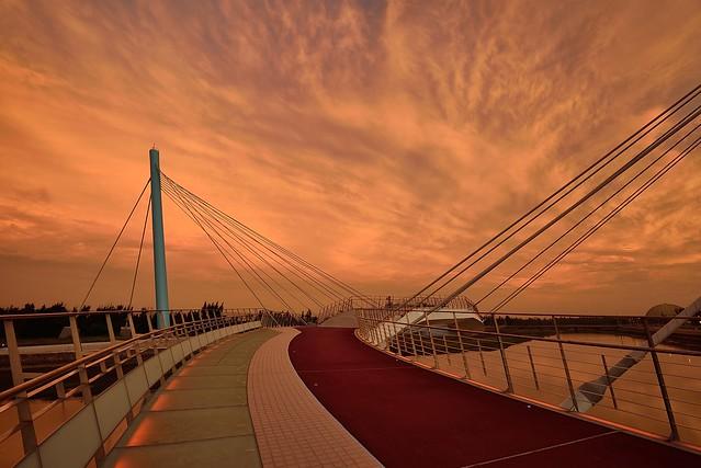 Sunset at Kaomei wetland 高美溼地景觀橋