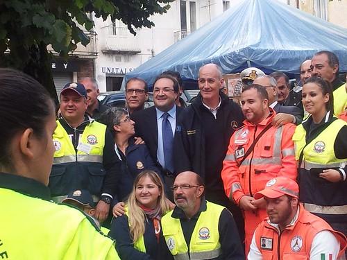 Il Capo Dipartimento Gabrielli con i volontari Anpas