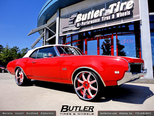 1969 Oldsmobile Cutlass 442 with 22in Savini BS3 Wheels
