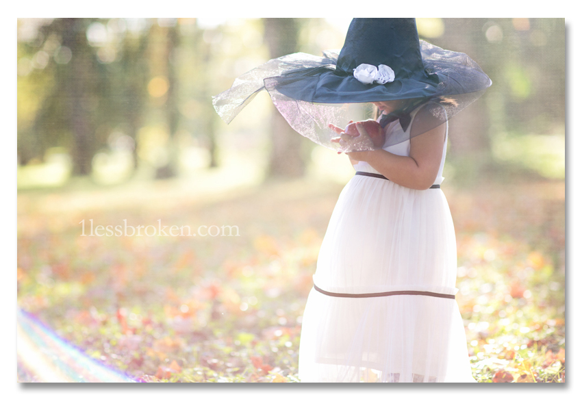 BLOG sunflare with hat and apple