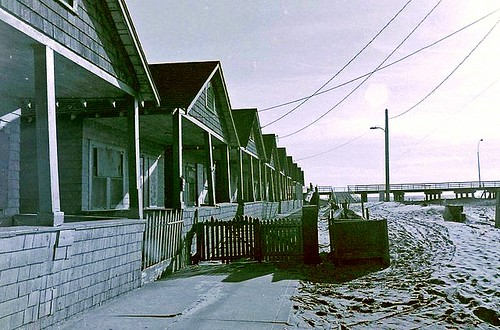 Rockaway bungalows (by: Ralph Selitzer, creative commons)