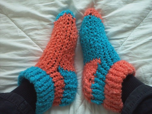 Loom Knit Slippers - KNITTING