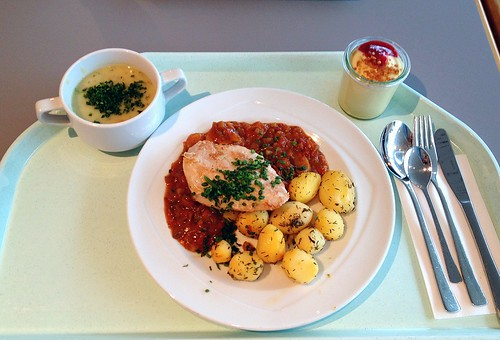 Mediterrane Hähnchenbrust mit Thymiankartoffeln / Mediterranean chicken breast with thyme potatoes