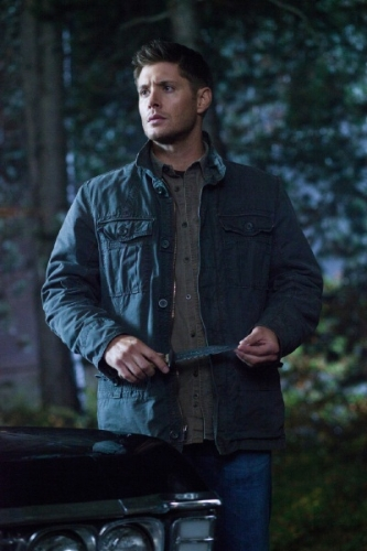 supernatural-8x10-dean-with-blade