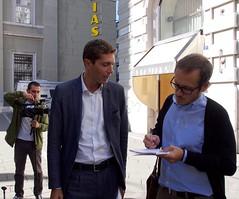 Riccardo con i giornalisti