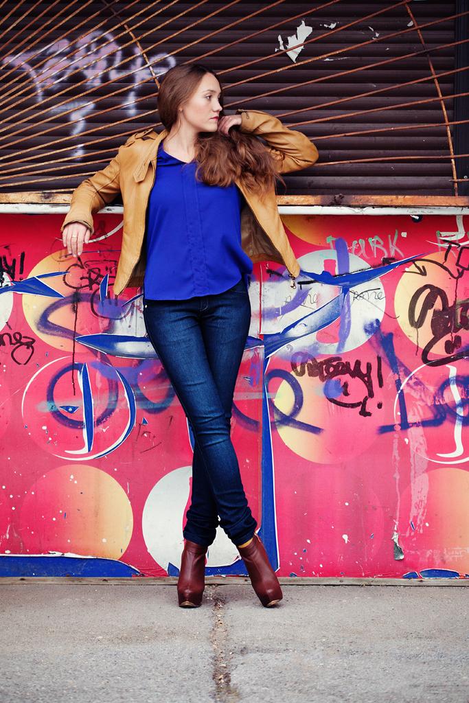 Фотосессия красивой девушки. Улицы города Новосибирска