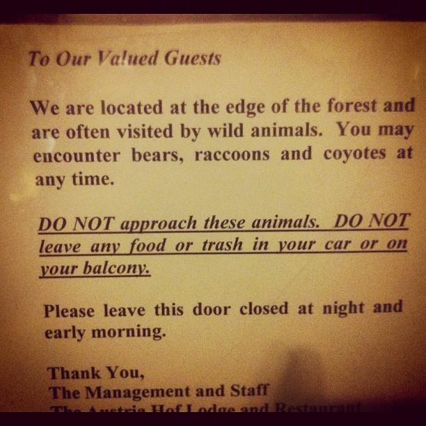 Такая милая записочка на дверях отеля изнутри