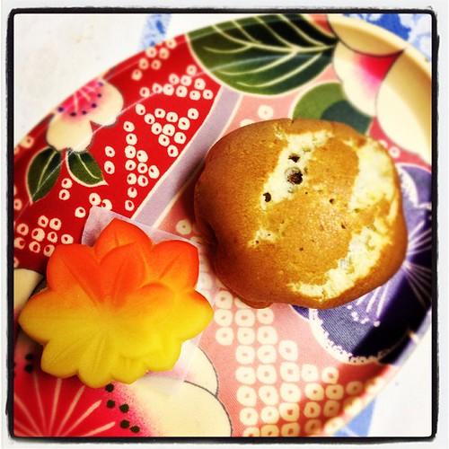 でもって和菓子も買ってきた〜。紅葉と栗ぼたん♪