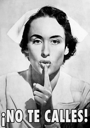 Cartel de una enfermera con el dedo en los labios pidiendo silencio. Debajo, el texto ¡No te calles!