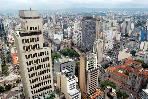 In Sao Paolo ist alles breiter, sowohl die Fußgänger- als auch die Autoschneisen.