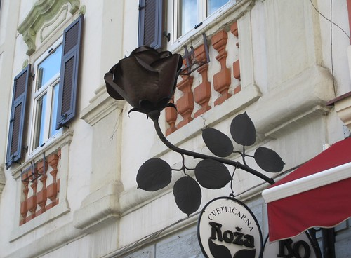 A sign Black Rose in Varazin
