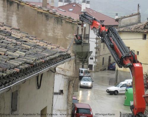 Trabajos sobre cableado sin protecciones y lloviendo