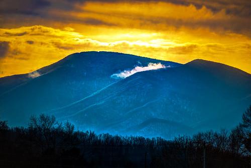 from park blue orange usa mountain snow mountains yellow fog skyline clouds landscape drive virginia us unitedstates ridge national va appalachian shenandoah luray blueridge snp ilobsterit