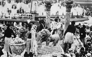 The_Zulu_King_debarks_on_the_morning_of_Mardi_Gras_in_his_tug_boat_at_the_head_of_the_New_Basin_Canal_in_New_Orleans_in_1936