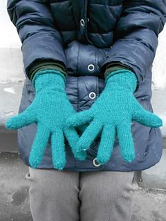 обе перчатки растопырены