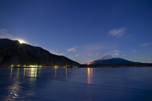 moon japan sony sigma orion 日本 tamron flozen 富士山 mtfuji amount fujigoko 月 山梨 氷 a001 精進湖 オリオン座 富士河口湖町 fuji5lakes 1530mmf3545exdgaspherical lakeshoji dslra900 α900 lakesyoji spaf70200mmf28disony