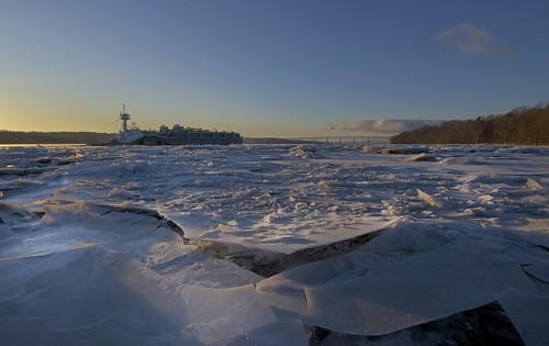 bridge ice sunrise boat hudsonriver barge saugerties kingstonrhinecliffbridge ulsterlanding